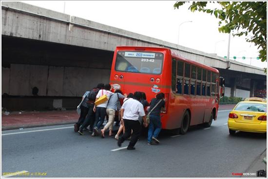 เข็นรถเมล์